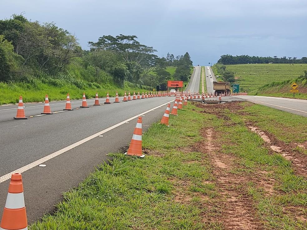 Pedágio está em construção na Rodovia Assis Chateaubriand (SP-425) em Martinópolis — Foto: Aline Costa/G1