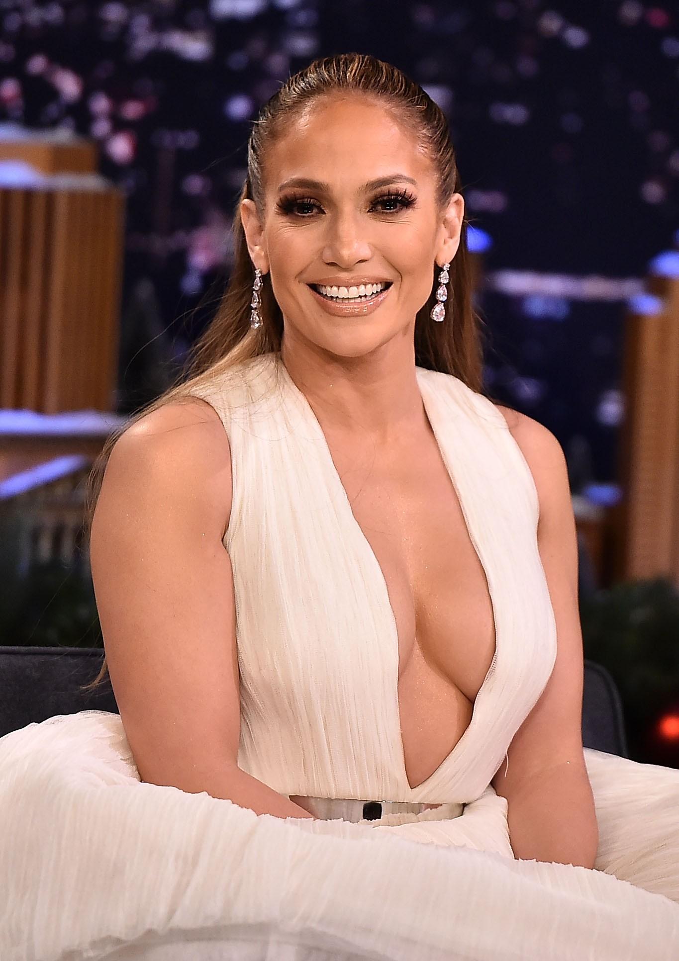 A cantora Jennifer Lopez durante sua participação no programa do apresentador Jimmy Fallon (Foto: Getty Images)