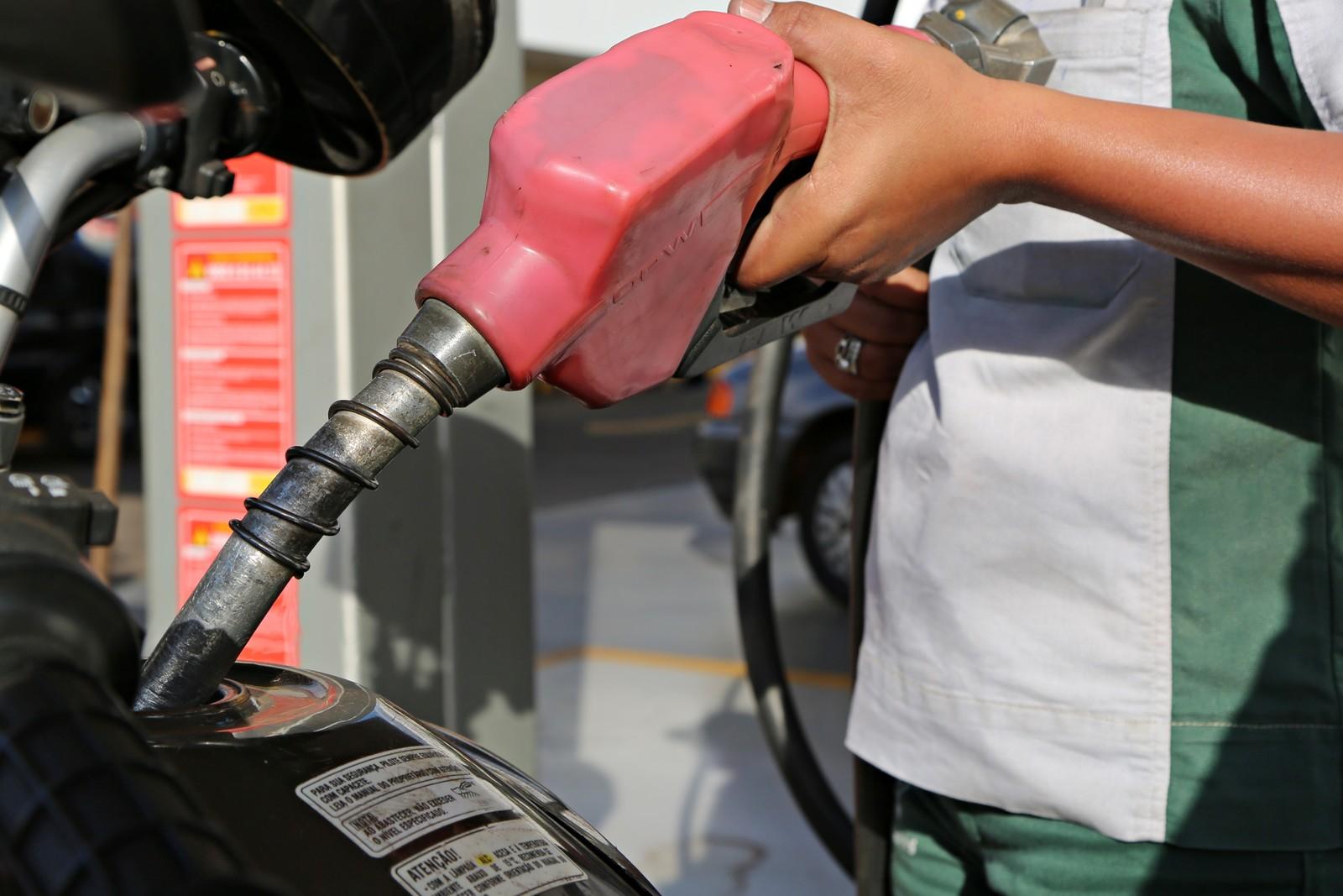 Preços da gasolina e do diesel caem pela 5ª semana seguida, diz ANP