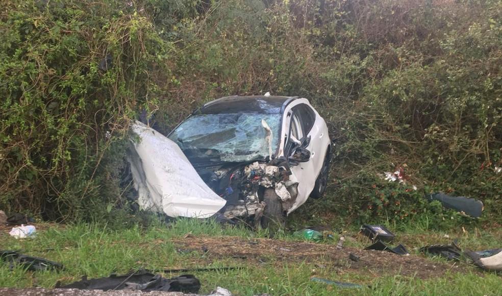 Ocupante do outro veículo foi levado para o hospital em estado grave. — Foto: Juliano Castro/RBS TV