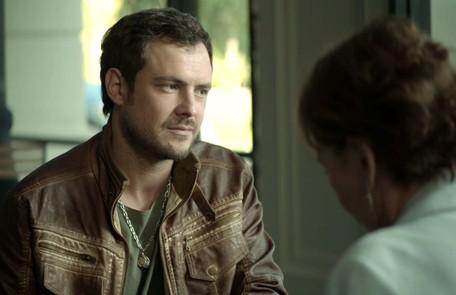No sábado (20), Chiclete (Sergio Guizé) descobrirá que Vivi é a pessoa que ele foi contratado para matar Reprodução