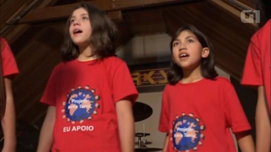 Meninas de projeto social gravam música para o Dia das Crianças com a cantora mirim Rafa Gomes