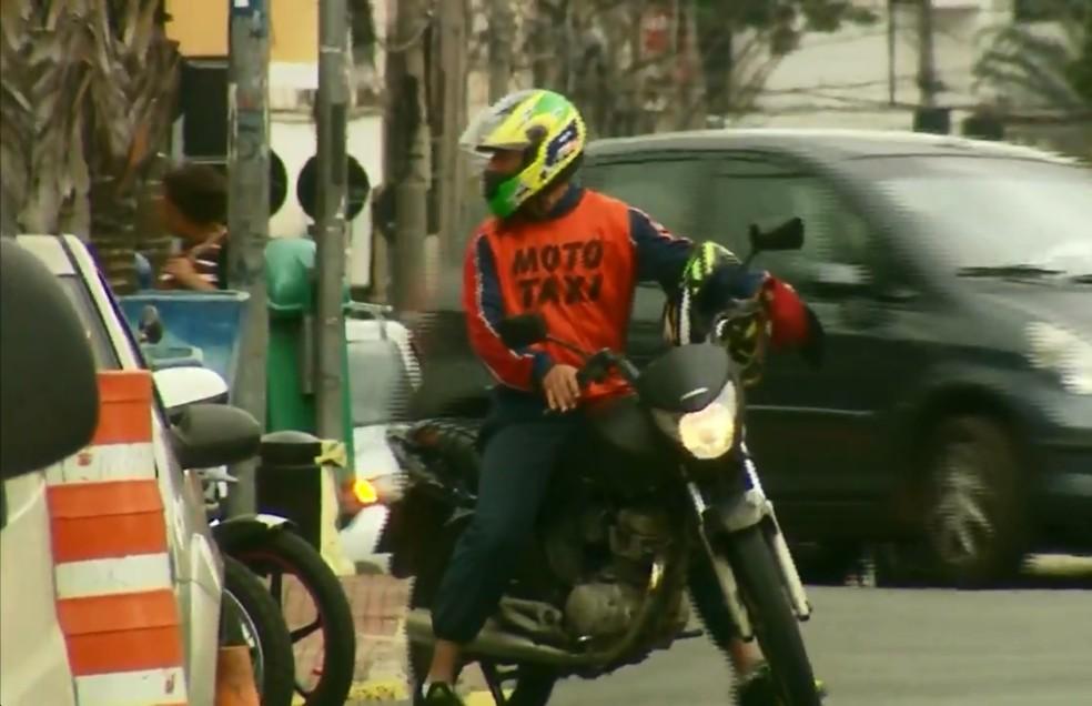 Lei federal autoriza mototáxis no país, cabe a cada município regulamentar como serviço deve ser  — Foto: Reprodução/EPTV