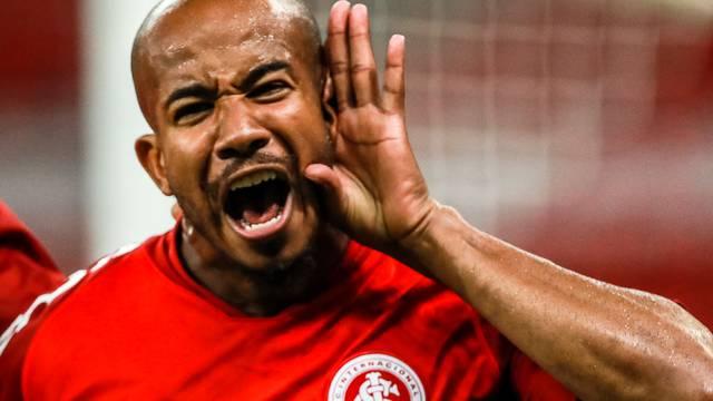 Patrick comemora o gol contra o Caxias