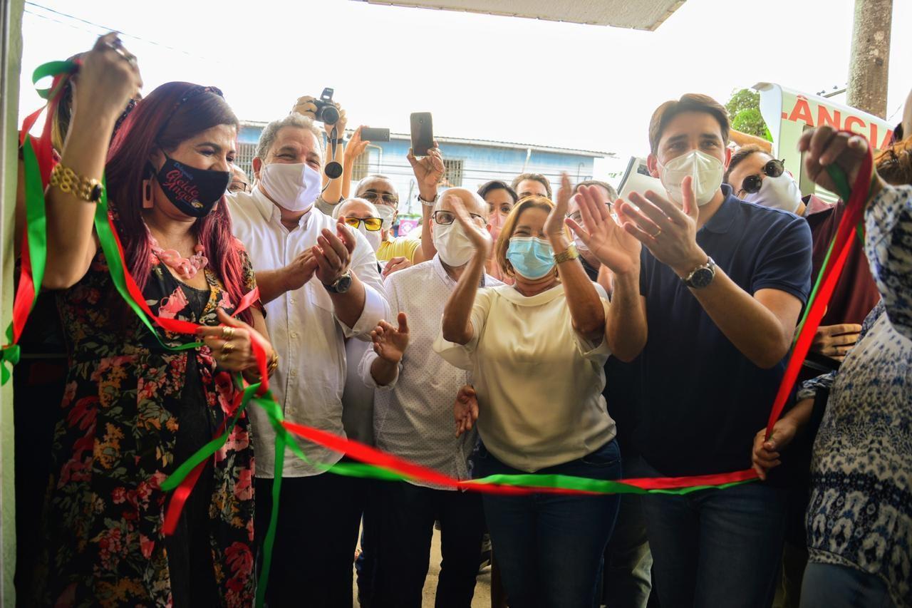 Prefeita e deputados estaduais e federais de PE se aglomeram em inauguração de centro médico em Camaragibe