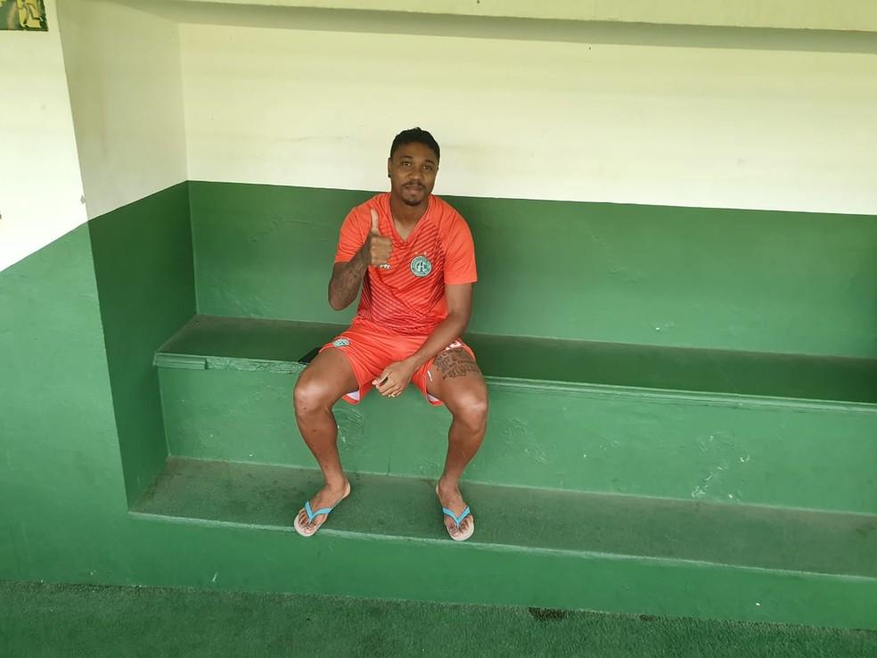 Michel Douglas não participou do treino desta segunda-feira no Brinco — Foto: Gustavo Biano / EPTV