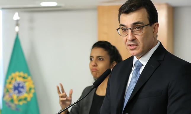 O novo ministro das Relações Exteriores, Carlos Alberto França, toma posse no Planalto
