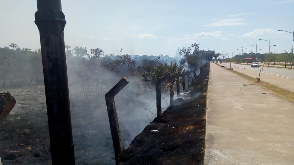 Incêndio atingiu Espaço Alternativo, em Porto Velho. — Foto: João Antônio Alves/CBN Amazônia