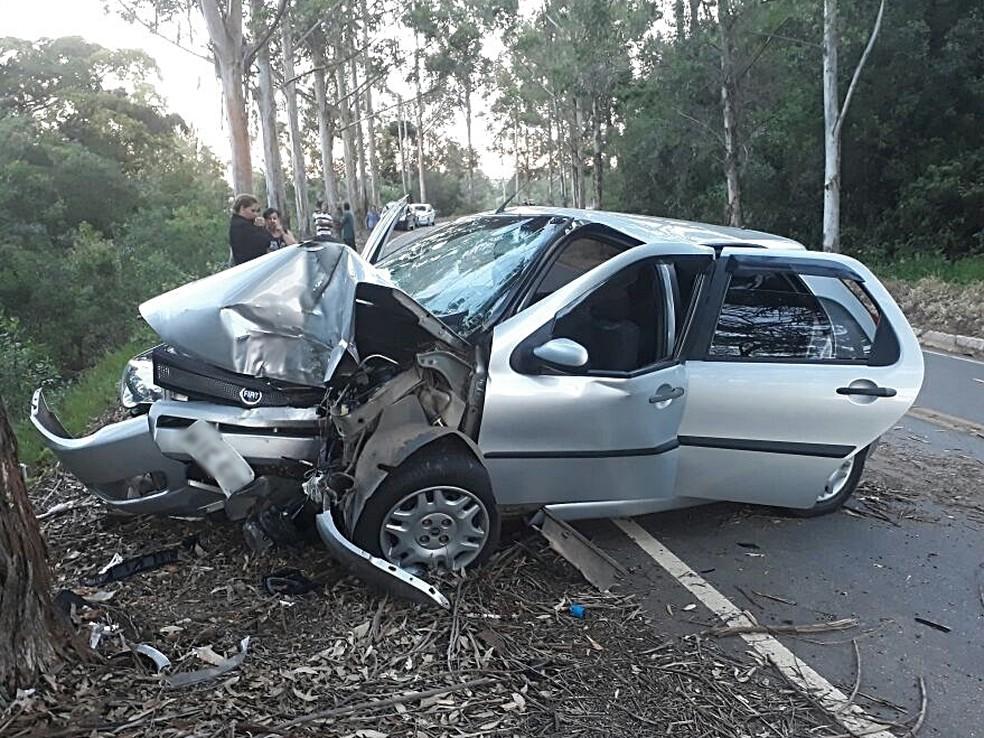 Mulher morre e quatro pessoas da mesma família  fica feridas em acidente em Cruzília (MG). (Foto: Alô Alô Cidade)
