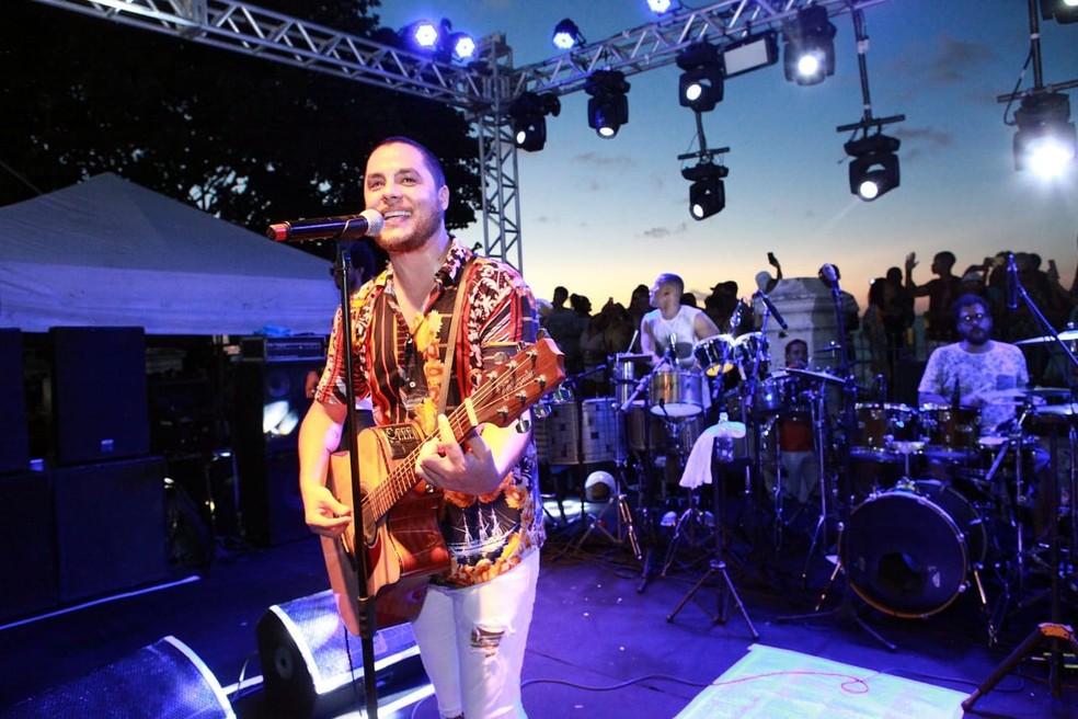 Após nove anos como vocalista da Jammil e uma Noites, Levi Lima anuncia nas redes sociais saída da banda: 'Ciclo novo'. — Foto: Edgar de Souza/Divulgação