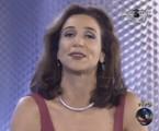 Marisa Orth chegou a dividir a apresentação com Pedro Bial na primeira edição, mas, após algumas semanas, acabou afastada | Reprodução