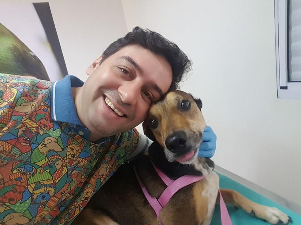 Veterinário Adelmo Guilhoto Miguel, atua na área clínica e cirurgia de cães, gatos e animais silvestres na clínica Espaço Veterinário em Sorocaba — Foto: Adelmo Guilhoto Miguel/Arquivo Pessoal