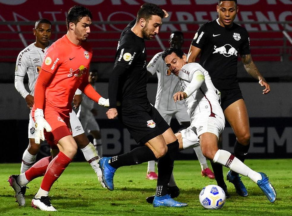 Ganso voltou a ser titular contra o Bragantino depois de um mês — Foto: Mailson Santana / Fluminense FC