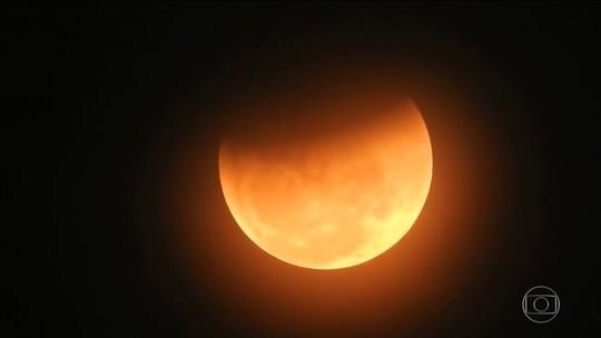 VC no JH: Público registra eclipse lunar mais longo do século