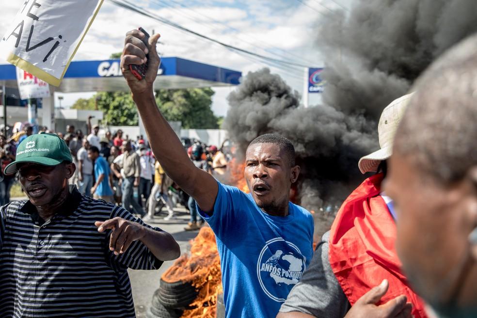 Manifestantes protestam em Porto Príncipe nesta quinta (10) contra onda de sequestros no Haiti — Foto: Valerie Baeriswyl/AFP