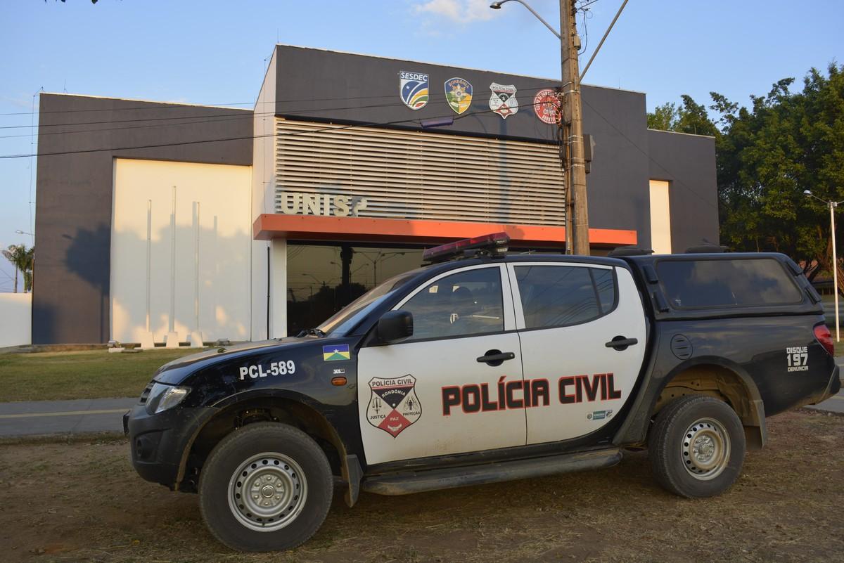 Suspeitos de roubo são presos com arma dentro de carro em Ariquemes, RO