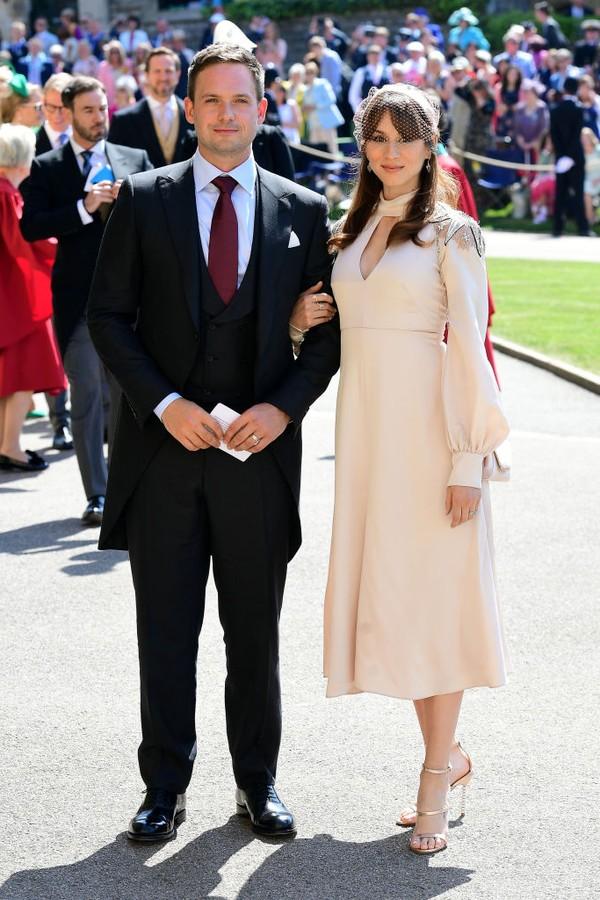 """Patrick J Adams, ator de """"Suits"""", com a esposa (Foto: Getty Images)"""