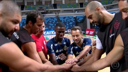 Antes da estreia de Varejão, Vinicius Jr. e Éverton Ribeiro visitam time do Flamengo