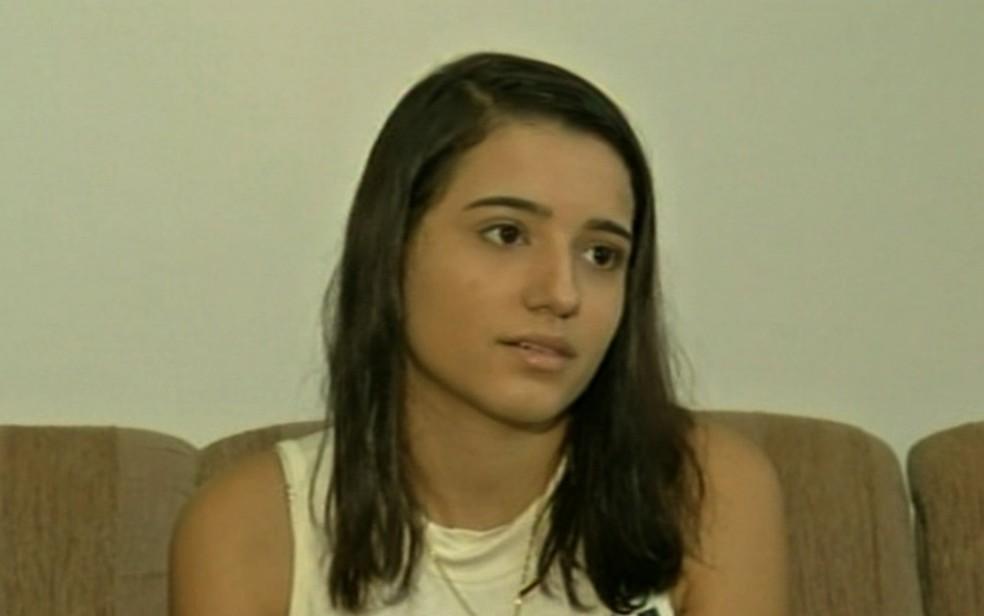 Adolescente Thatiely Evangelista diz que brinquedo do qual foi arremessada em Ceres não aparentava perigo Goiás (Foto: TV Anhanguera/Reprodução)