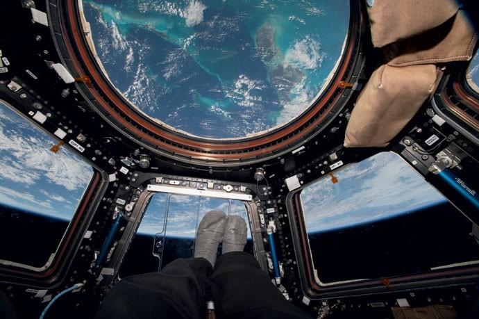 Na cúpula da ISS, Scott Kelly observa as Bahamas, ponto do planeta que ele mais gostava de ver do espaço (Foto: Divulgação/Nasa)