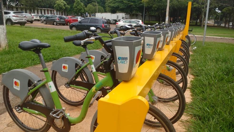 Estação na UnB do projeto +bike — Foto: Daumildo Júnior/G1