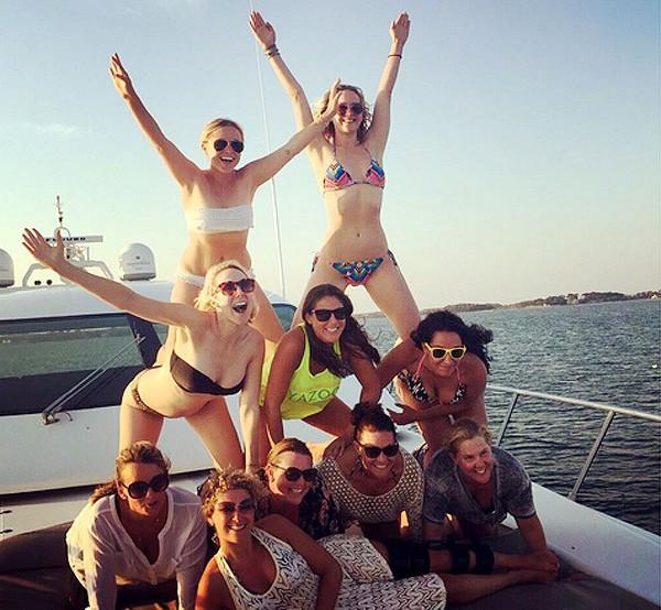 Amy Schumer, Jennifer Lawrence e amigas (Foto: Instagram)