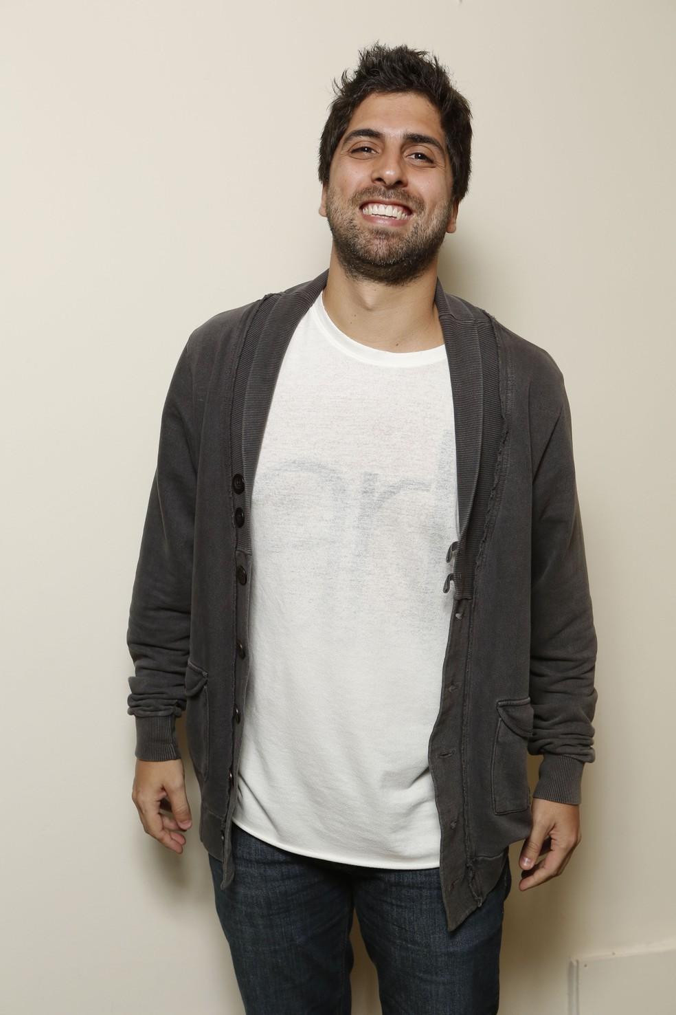 Gabriel Louchard viveu o inesquecível e divertido paparazzo Ramon em seu primeiro papel na TV (Foto: Felipe Monteiro / Gshow)