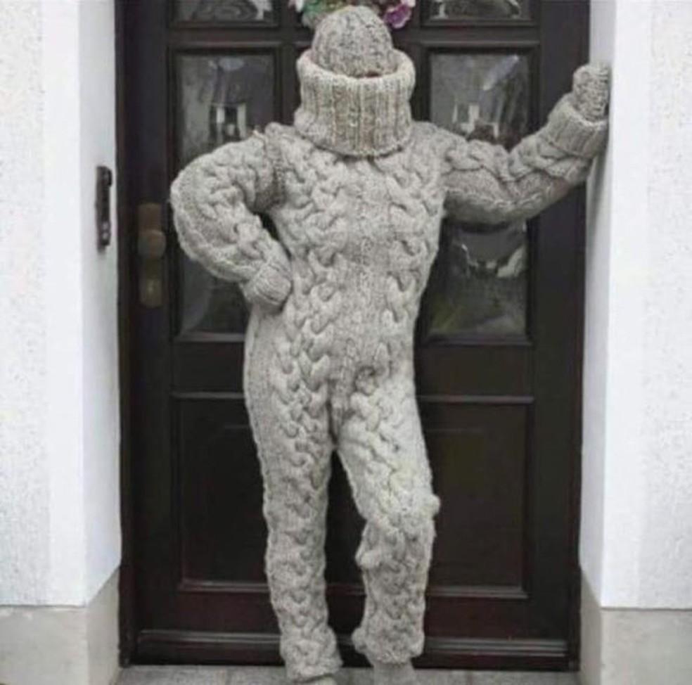 Meme lembra múmia vestida até os olhos com lã (Foto: Reprodução/Redes Sociais )