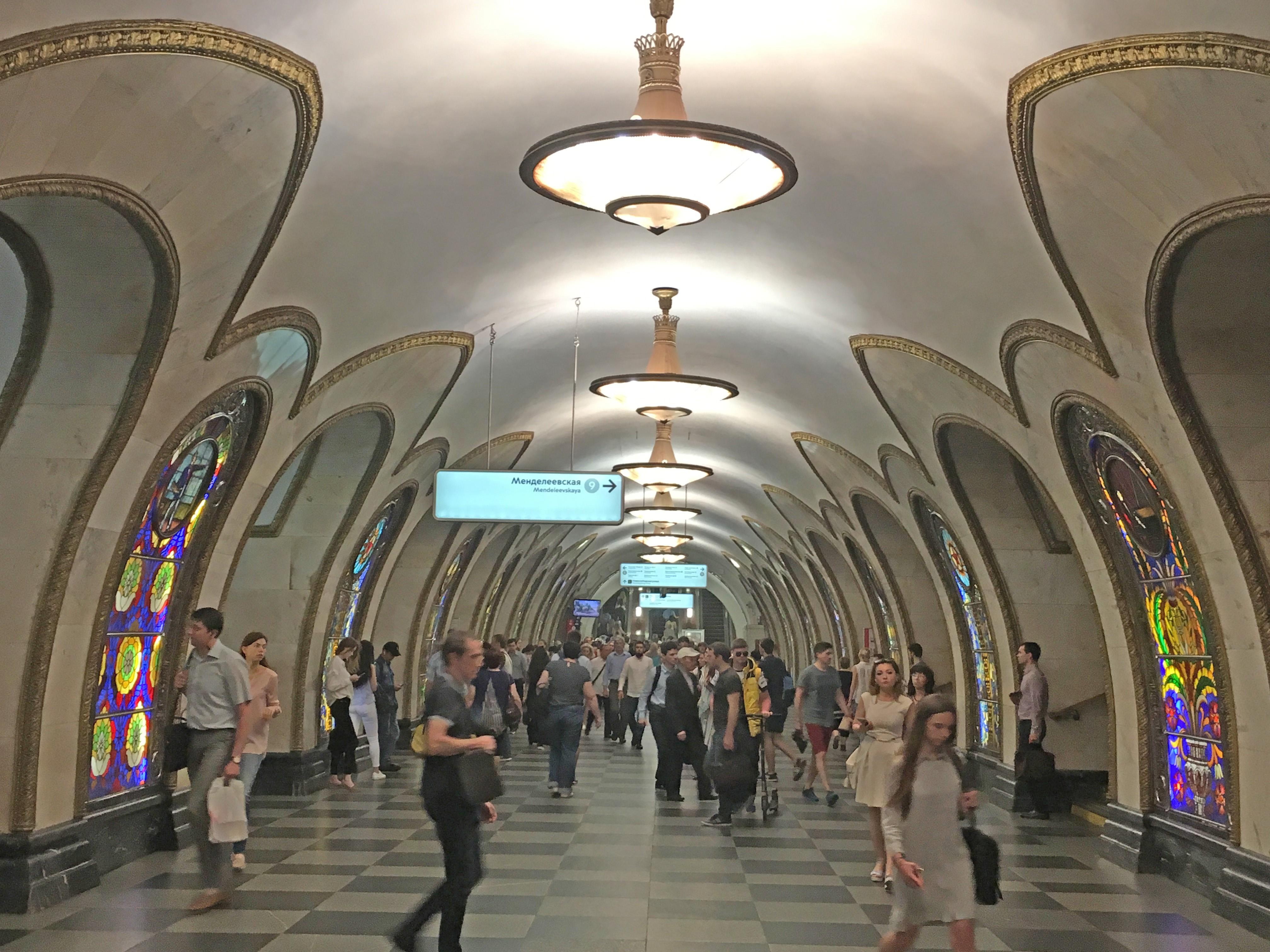 Estações de metrô são atração obrigatória para quem visita Moscou na Copa do Mundo; VÍDEO