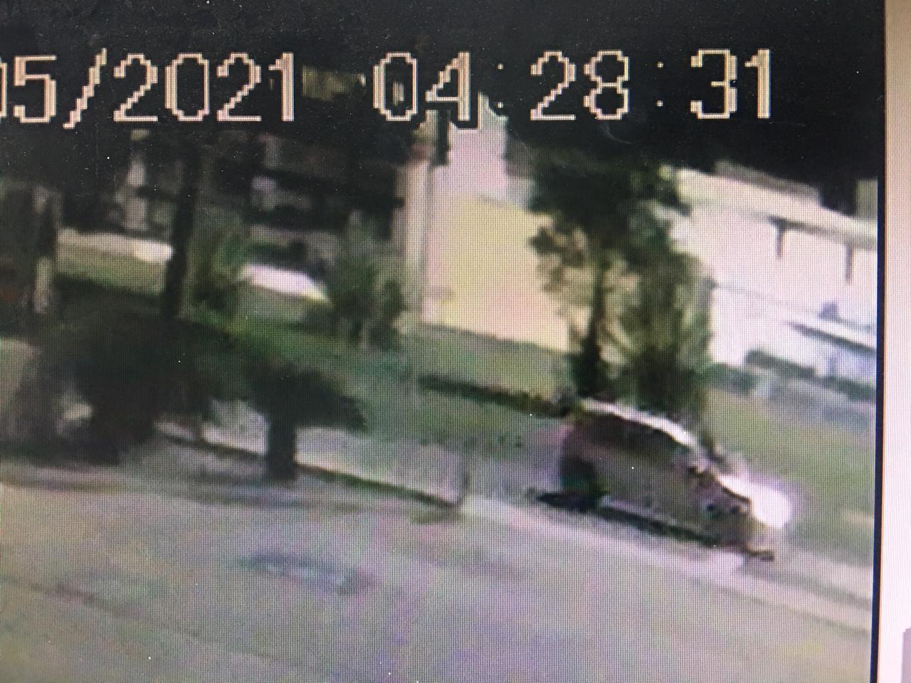 Rapaz que matou namorada que subiu no capô para impedi-lo de dirigir fala em 'brincadeira'; polícia tem imagens