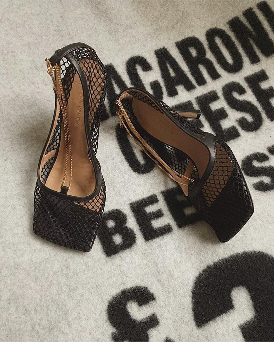 Resultado de imagem para coleção de sapato bottega veneta da kylie jenner