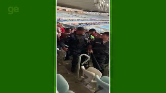 Torcida do Inter se envolve em confusão no Maracanã e deixa um policial ferido; vídeo