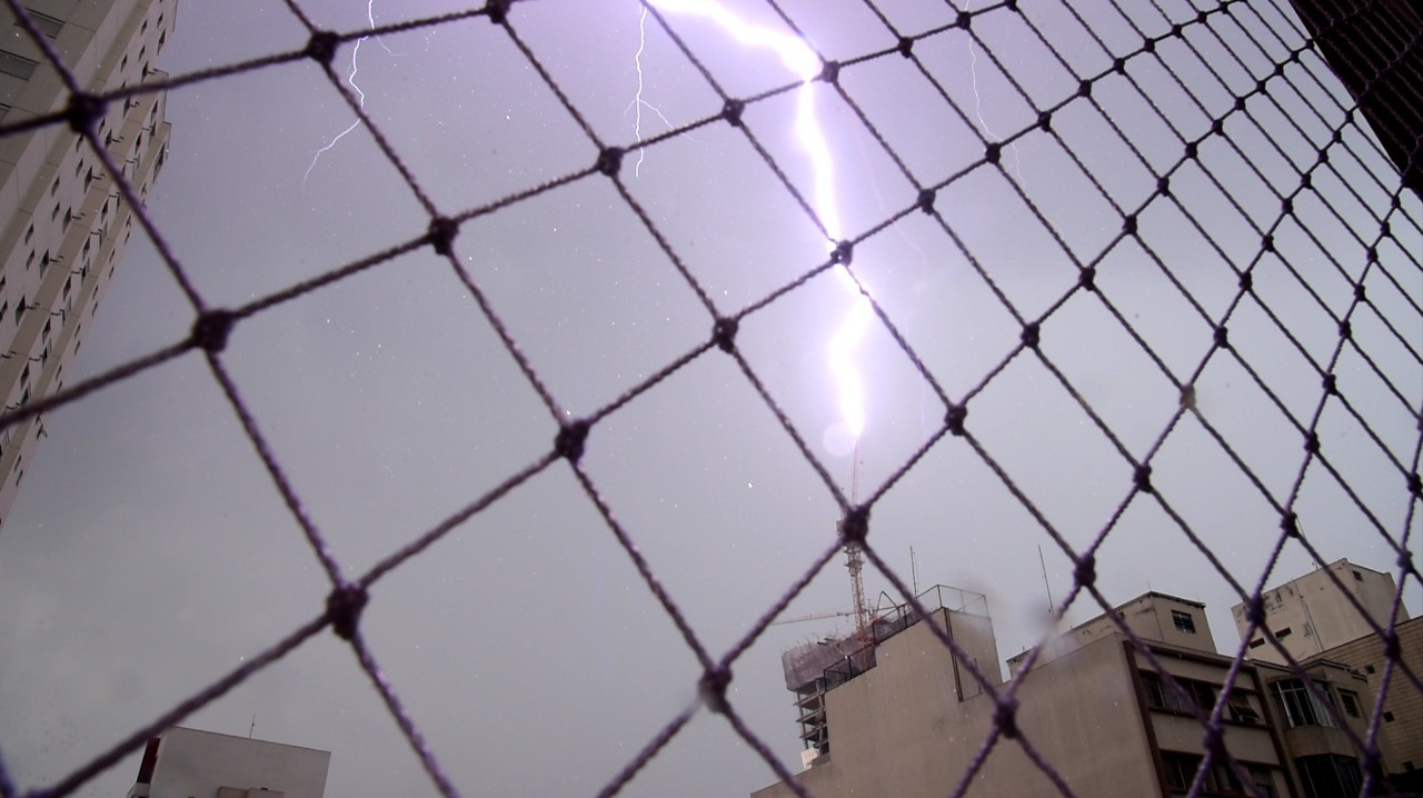Chuva forte coloca regiões de SP em estado de atenção para alagamentos nesta terça