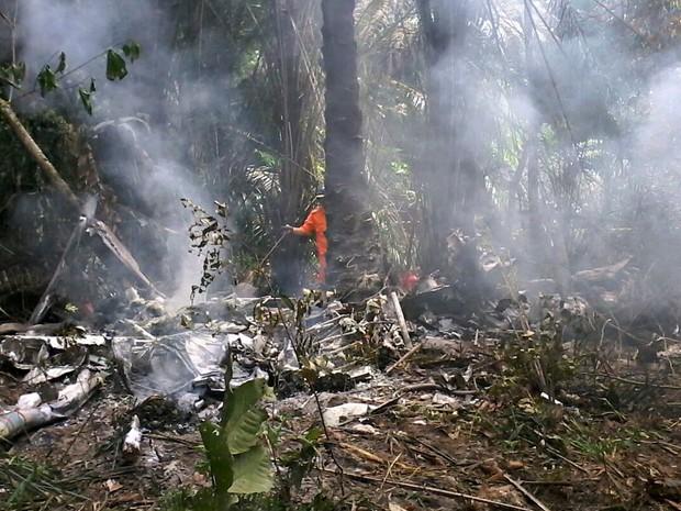 Aeronave ficou destruída após explosão  (Foto: Ive Rylo/G1 AM)