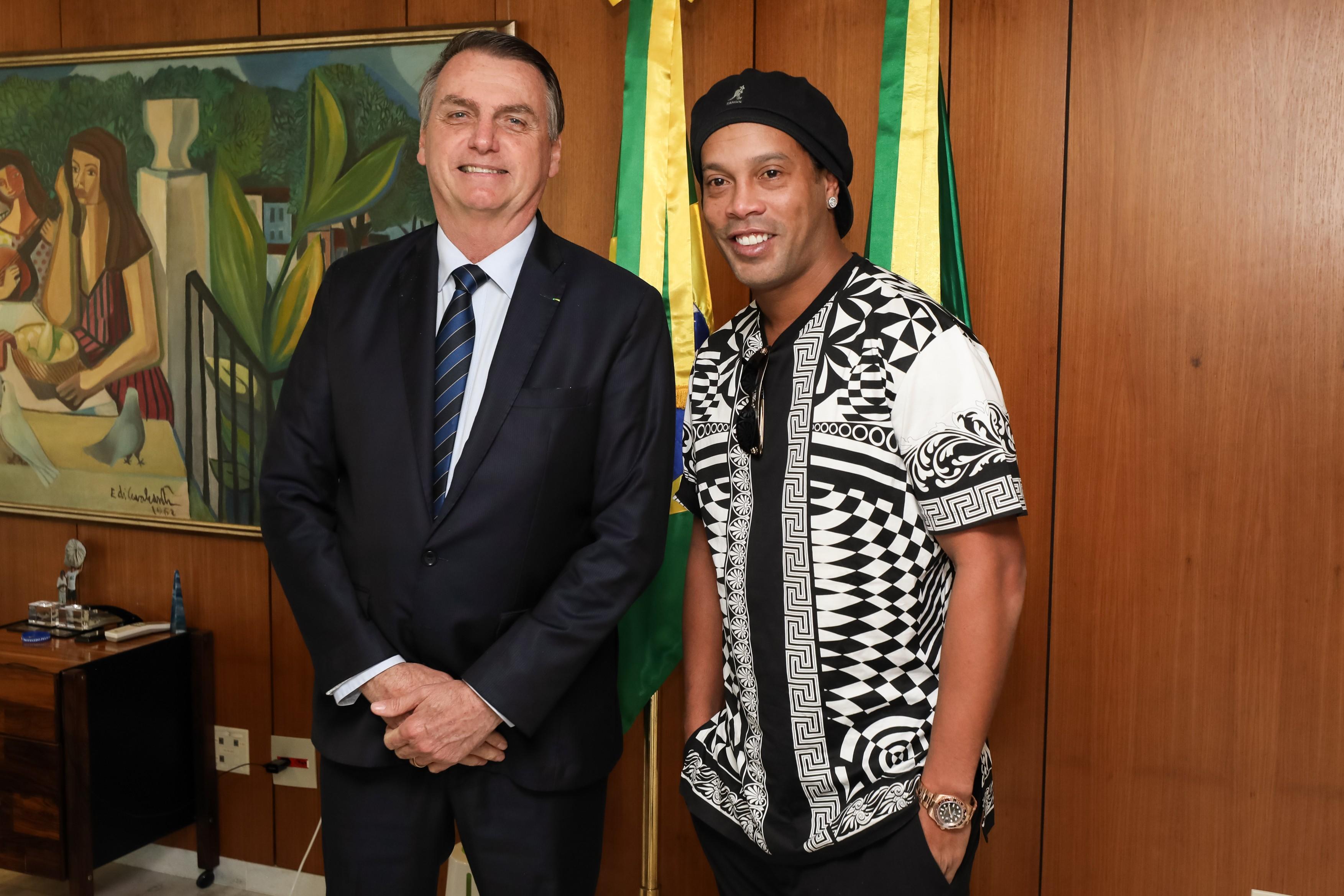 Ronaldinho Gaúcho é nomeado embaixador do turismo mesmo com ordem para ter passaporte retido