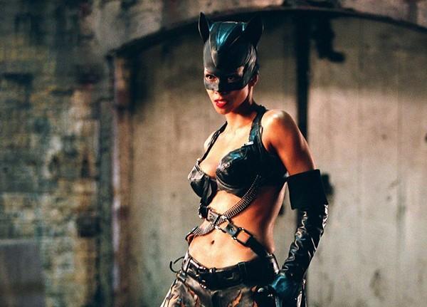 Halle Berry em 'Mulher-Gato' (2004) (Foto: Divulgação)