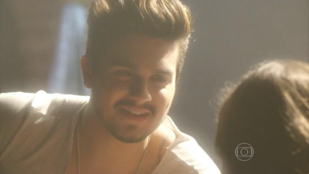 Luan Santana aparece nos sonhos de Mari (Maria Luiza Campos). — Foto: Globo