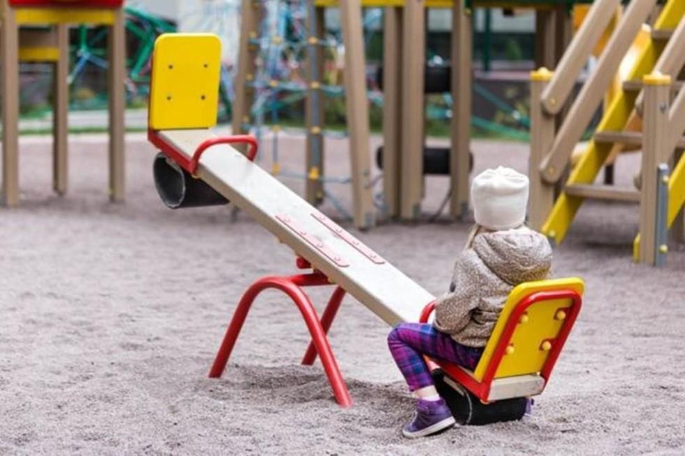 Crianças criadas em ambientes emocionalmente frágeis tendem a perpetuar esse comportamento, o que faz com que ele passe de geração em geração (Foto: Getty Images)