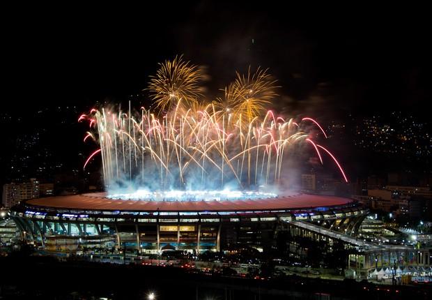 Fogos de artifício vistos no estádio do Maracanã, no Rio de Janeiro, após a final da Copa do Mundo 2014  (Foto: Buda Mendes/Getty Images)