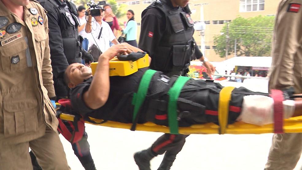 Segurança foi atingido com tiro na perna durante assalto a carro-forte de agência bancária na UEPB — Foto: Reprodução/TV Paraíba