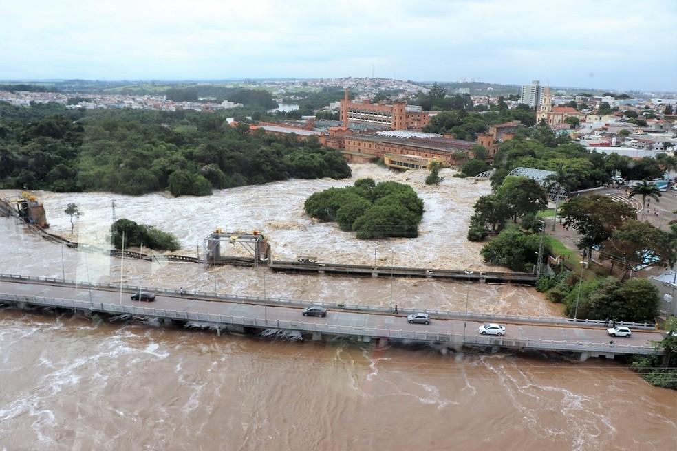 Nível do Rio Tietê também começou a baixar em Salto (SP), cidade onde houve transbordamento — Foto: Divulgação/Prefeitura de Salto