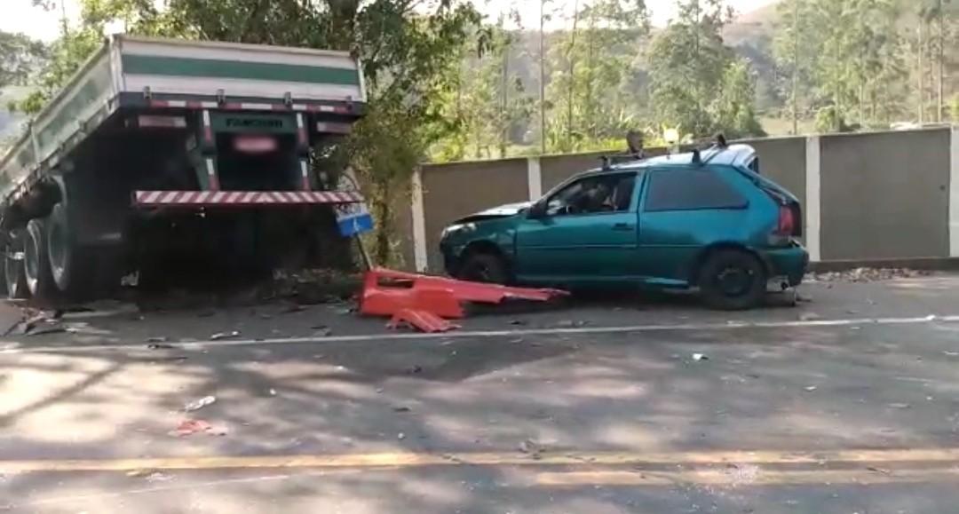 Acidente entre quatro veículos deixa três feridos na RJ-145, em Valença