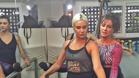 Aline Fanju mostra aula de balé fitness no 'Vídeo Show'
