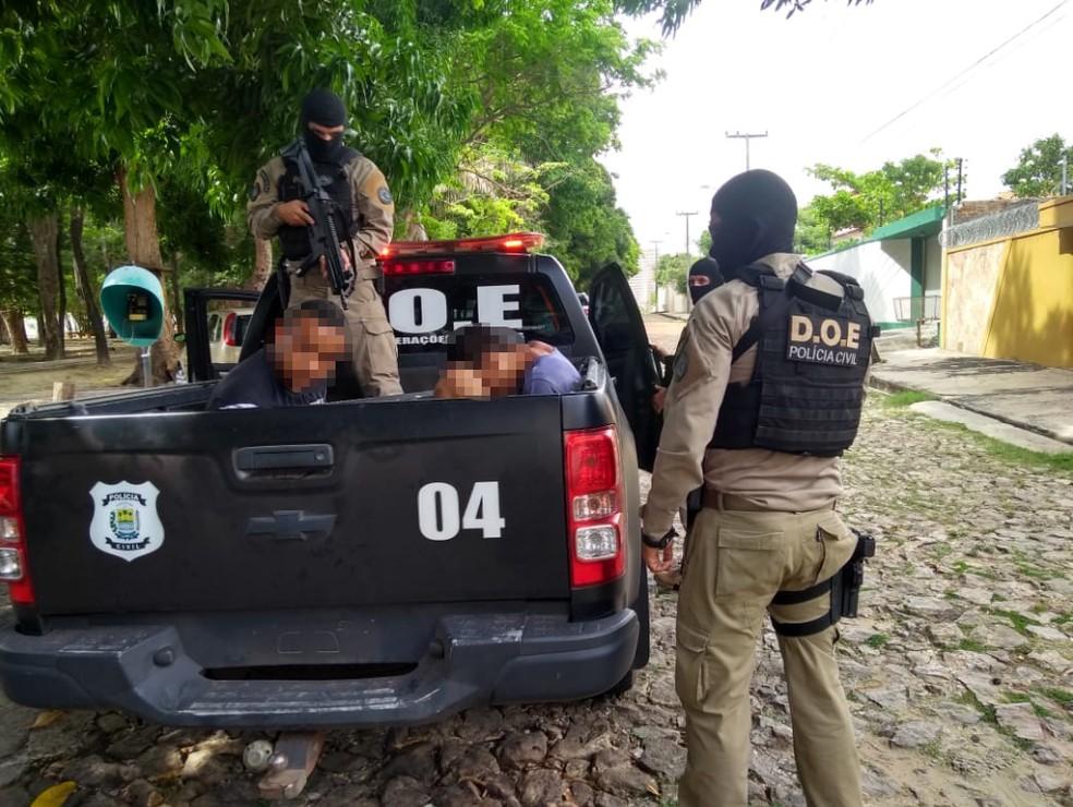 Suspeitos foram presos em casa na Zona Leste de Teresina — Foto: Divulgação/Polícia Civil