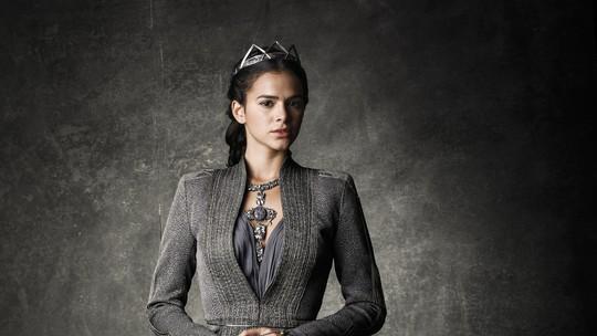 Bruna Marquezine faz aula de luta para viver uma vilã em 'Deus Salve o Rei'