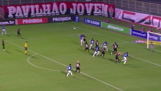 Por terceiro amarelo, volante Arouca desfalca o Vitória contra o Grêmio