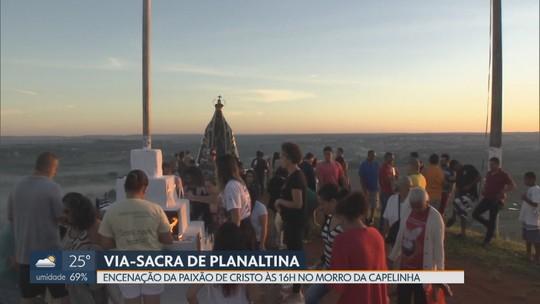 Morro da Capelinha, em Planaltina, recebe fiéis para a Paixão de Cristo