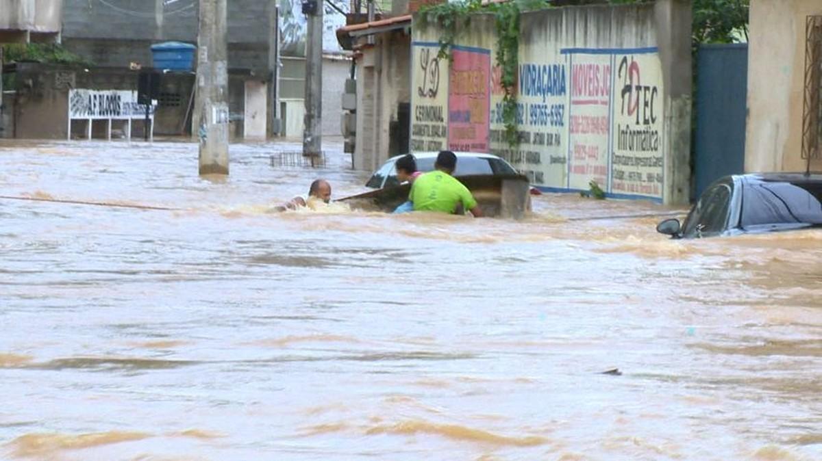 Viana e Cariacica decretam situação de emergência por causa das fortes chuvas, no ES - G1