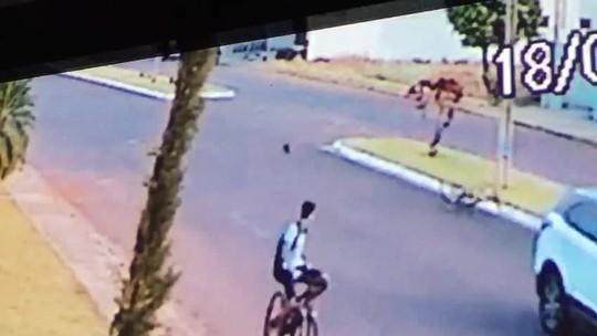 Vídeo de atropelamento de adolescente que empinava bicicleta passa por perícia
