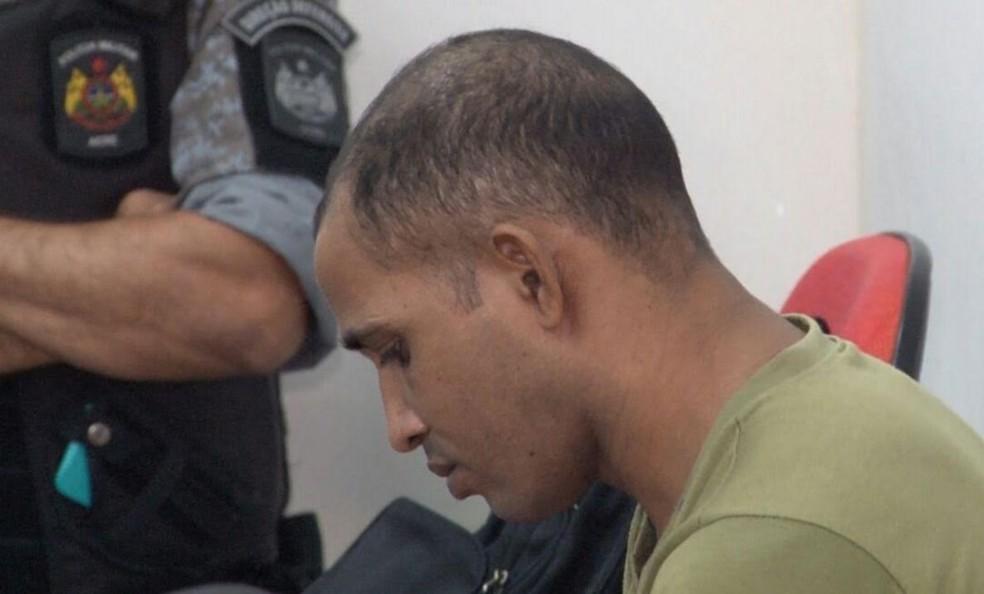 Homem está sendo julgado durant mutirão da Justiça em Cruzeiro do Sul  (Foto: Alexandre Ribeiro/Arquivo pessoal )